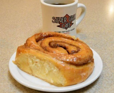 Cinnomon Roll with Coffee